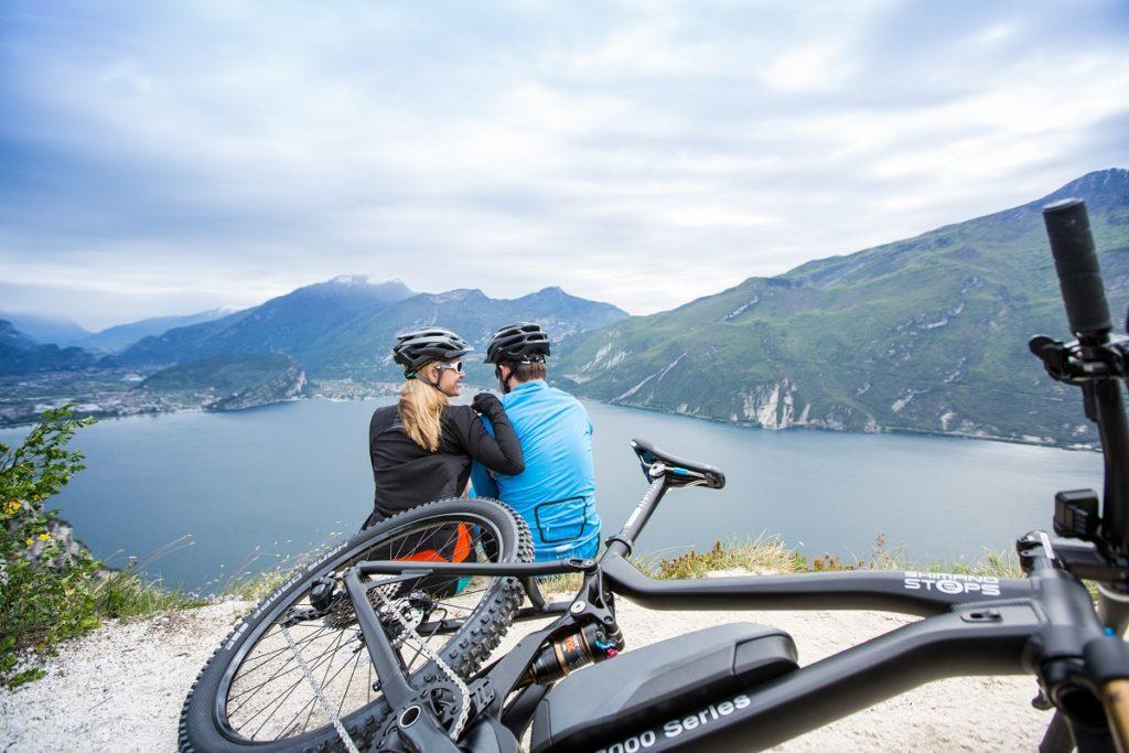 Electric mountain bike with Shimano STEPS E8000